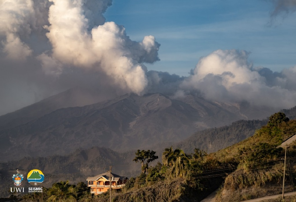Breaking: Ongoing explosive event at La Soufriere Volcano | Loop News
