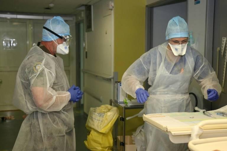 Dans le service de réanimaton de l'hôpital militaire installé à Mamoudzou, à Mayotte, le 11 juin 2020 ( AFP / Ali AL-DAHER )