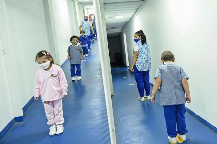 Virus: l'OMS ne voit pas de vaccination généralisée avant mi-2021