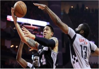 San Antonio Spurs heeft donderdagavond (lokale tijd) overtuigend de laatste vier bereikt in de play-offs om de titel in de Noord-Amerikaanse basketbalcompetitie (NBA)