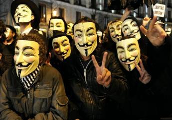 Maskers die gebruikt worden door de Anonymous Hackers groep.  DISCLAIMER: Dit is niet perse het type masker welke de PL wil gaan gebruiken.