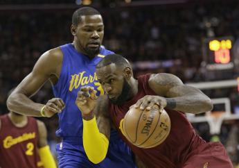 In this December 25, 2016, file photo, Cleveland Cavaliers' LeBron James drives against Golden State Warriors' Kevin Durant during an NBA basketball game in Cleveland. (PHOTO: AP)