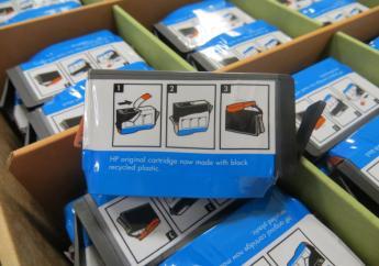 Des cartouches d'imprimante HP fabriquées avec des plastiques recyclés en provenance d'Haiti/ Crédit photo: HP