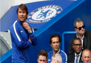Chelsea's manager Antonio Conte, left, watches the match between Chelsea and Burnley at Stamford Bridge stadium in London, Saturday, Aug. 12, 2017.
