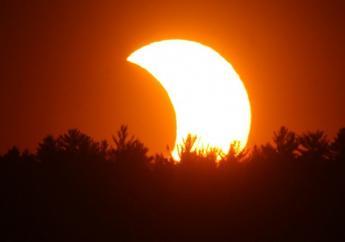 Een gedeeltelijke zonsverduistering. Foto: Cloudfront.