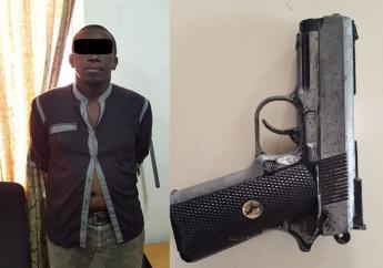 Edgard sleurde zijn slachtoffers dan in zijn auto en bedreigde hen met een vuistvuurwapen te zullen vermoorden als zij zich niet rustig hielden. (Foto: KPS)