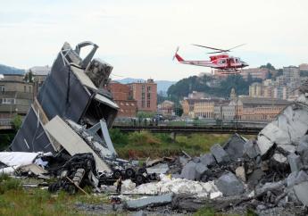 Le pont dit Morandi s'est effondré vers 12H00 (heure locale), en grande partie sur des voies ferrées qu'il surplombait/ AFP