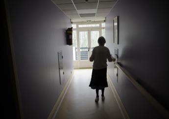 Aujourd'hui la maladie d'Alzheimer touche plus de 850 000 personnes en France, avec plus de 225 000 nouveaux cas chaque année. / Sebastien Bozon / AFP