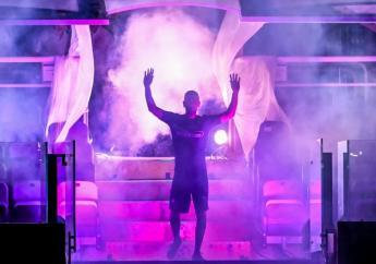 Le Français Franck Ribéry accueilli comme une rock star lors de sa présentation aux supporters de la Fiorentina, le 22 août 2019 au stade Artemio Franchi de Florence