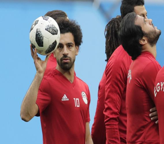 Egypt's Mohamed Salah, left, plays with the ball during Egypt's official training on the eve of the group A match between Russia and Egypt at the 2018 soccer World Cup in the St. Petersburg stadium in St. Petersburg, Russia, Monday, June 18, 2018. (AP Photo/Dmitri Lovetsky)