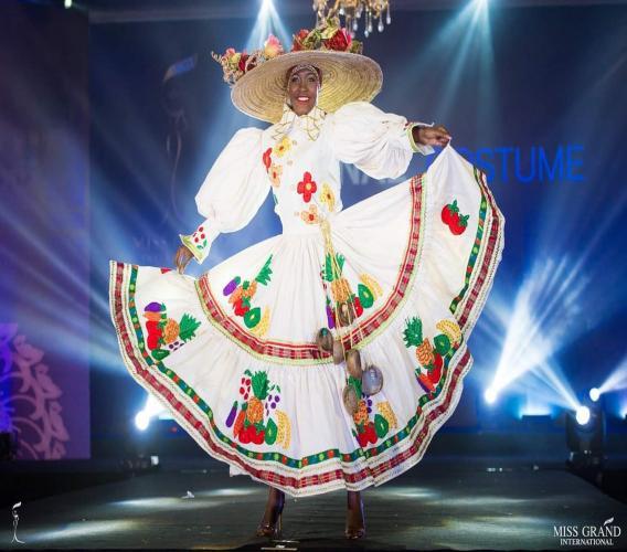 Valérie Alcide, parmi les 20 plus beaux costumes nationaux votés par les fans des réseaux sociaux. 5 de ces 20 seront choisis par le jury du concours le 25 octobre prochain.