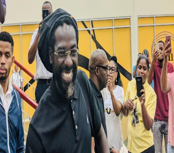 Buju Banton was all smiles when he touched down in T&T today. Photo courtesy ebuzztt.com