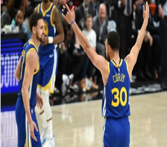 Stephen Curry celebrates as the Golden State Warriors advance to the NBA Finals.