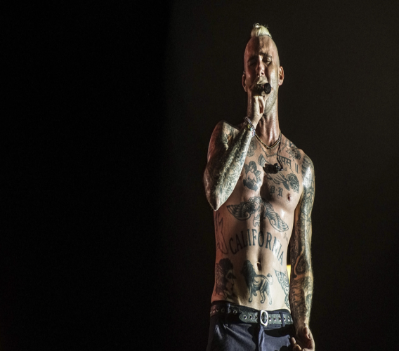 Adam Levine and Maroon 5 attracted a large audience for their performance at the Curacao North Sea Jazz Festival.