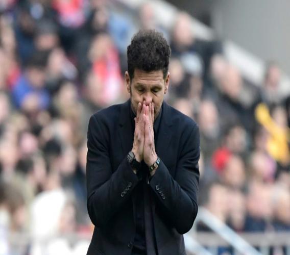 L'entraîneur argentin de l'Atlético de Madrid, Diego Simeone, dépité après le nul concédé face à Leganés, à domicile, le 26 janvier 2020