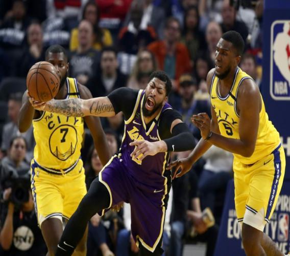 L'intérieur des Los Angeles Lakers Anthony Davis lors de la victoire de son équipe face aux Golden State Warriors le 27 février 2020 à San Francisco. GETTY IMAGES/AFP / EZRA SHAW