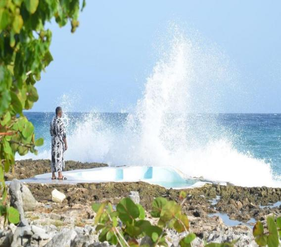 Watching the waves crash at Jackie's on the Reef can be so therapeutic. (Photos: via Instagram)