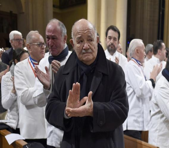 French chef Pierre Troisgros (c) applauds as the coffin of late French chef Paul Bocuse leaves the Saint-Jean Cathedral, in Lyon, central France. French media say Troisgros, one of France's top chefs who helped reinvent the country's traditional cuisine, has died. He was 92. (Philippe Desmazes/Pool Photo via AP, file)