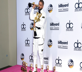 Drake poses in the press room with his 13 awards at the Billboard Music Awards at the T-Mobile Arena on Sunday, May 21, 2017, in Las Vegas. (Photo by Richard Shotwell/Invision/AP)