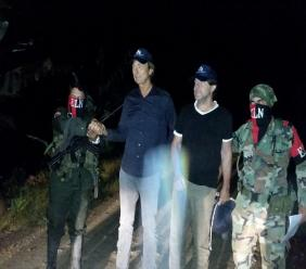 In this photo released by Colombia's Ombudsman Press Office, rebels of Colombia's National Liberation Army, ELN, release Dutch journalists Derk Bolt, second from left, and Eugenio Follender, second from right, north of Santander, Colombia, Saturday, June 24, 2017.