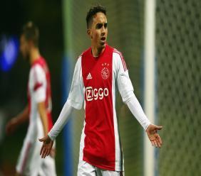 Abdelhak Nouri is intussen in Amsterdam en ligt nog steeds in het ziekenhuis. In welk ziekenhuis hij ligt, wilt zijn club niet prijsgeven.