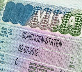 Door de inzet van een externe dienstverlener in Suriname kan, gelet op de toename in de aantallen Schengenvisum aanvragen, ook hier een efficiënte en klantgerichte dienstverlening worden gewaarborgd.