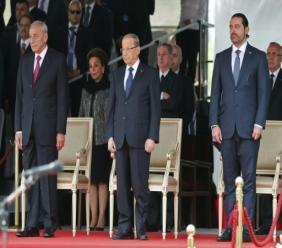 AFP / ANWAR AMRO  Le Premier ministre libanais démissionnaire Saad Hariri (D), le président libanais Michel Aoun (C) et le président du Parlement Nabih Berri (G) lors d'une cérémonie pour la fête d'indépendance le 22 novembre 2017 à Beyrouth