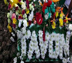 Wreaths laid on Tavon Alleyne's grave (Instagram)