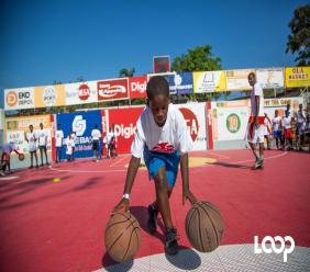 Un postulant s'exerce avec deux ballons / Photos: Estailove St-val / Loop Haiti