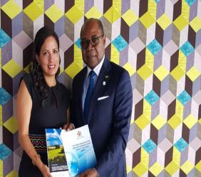 Vice-Minister of Tourism for Peru, Silvia Ruiz Zarate and Jamaica's Tourism Minister Edmund Bartlett.