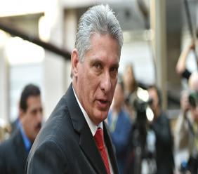 """Miguel Diaz-Canel, 57 ans, a été comme attendu élu par les députés pour un mandat renouvelable de cinq ans, """"avec 603 voix sur 604 possibles, soit 99,83% des suffrages"""", a annoncé devant l'Assemblée la présidente de la Commission nationale électorale Alina Balseiro. (crédit photo : AFP)"""