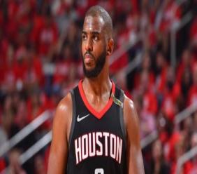 """""""Chris Paul est forfait pour le match de samedi en raison d'une élongation au muscle ischio-jambier droit"""", ont annoncé les Rockets. (crédit photo : AFP)"""