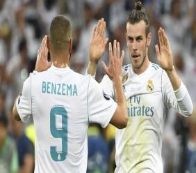 """Karim Benzema et Gareth Bale, l'un n'est plus appelé en sélection, l'autre a débuté la finale de la Ligue des champions sur le banc. Pourtant, les deux """"mal aimés"""" ont offert à l'équipe du Real Madrid sa 13e Ligue des champions, la troisième consécutive, face à Liverpool (3-1) ce samedi. (crédit photo : AFP)"""
