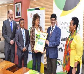 Ambassador Marcia Yvette Gilbert-Roberts, Permanent Secretary, Ministry of Foreign Affairs and Trade (right), High Commissioner of India to Jamaica, Shri M. Sevala Naik (second left) and Nicholas Sutherland, Manager, New Market Development at JAMPRO look on as JAMPRO President Diane Edwards (centre left) hands Dr. Murthy Devarabhotla an official certificate recognising him as an Honorary Investment Adviser for Jamaica in India.