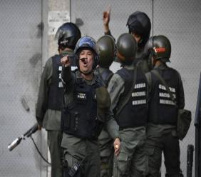Des membres de la Garde nationale bolivarienne déployés après le soulèvement de militaires, à Caracas, le 21 janvier 2019. ( AFP / YURI CORTEZ )