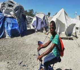 38 000 Haïtiens vivent encore dans des camps selon Human Rights Watch. Photo: 1jour1actu