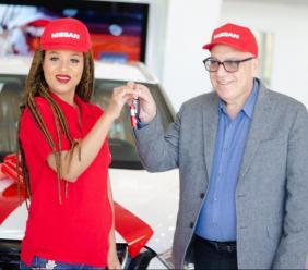 Fatima et Réginald Boulos lors de la signature du contrat./Crédit: Juno 7
