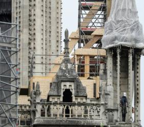 Le bâchage de la cathédrale Notre-Dame de Paris débute le 23 avril 2019