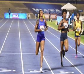 Olympic champion Elaine Thompson wins her semi-final heat of the women's 200m at the JAAA/Supreme Ventures National Senior and Junior Championships at the National Stadium on Saturday, June 22, 2019. (PHOTOS: Marlon Reid).