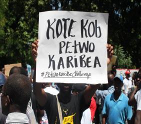 """Cette image sert uniquement d'illustration à cet article/ Sur cette pancarte: """"Où est l'argent de Petrocaribe?"""""""