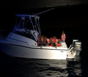 Dix (10) migrants haïtiens, dont six (6) mineurs, ont été interceptés en mer par les garde-côtes américains Crédit Photo :  U.S. Coast Guard