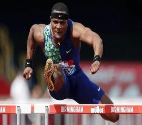 Omar McLeod wins the 110m hurdles at the IAAF Diamond League meeting in Birmingham.