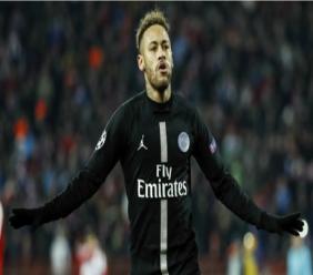 Neymar celebrates a PSG goal.
