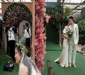 Des couples posent devant différents décors du studio Love Story in Rome à Pékin, le 5 juin 2019 afp.com/Fred DUFOUR