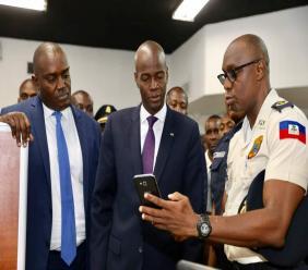 Le président jovenel Moise (au milieu). Photo : Compte Facebook du Président