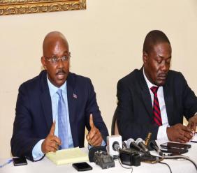 Le Premier ministre démissionaire, Jean Michel Lapin et le Secrétaire d'Etat à la Communication, Eddy Jackson Alexis