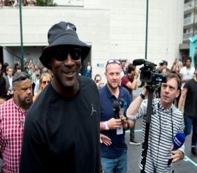 La légende de la NBA Michael Jordan lors de l'inauguration d'un terrain de basket à Paris le 14 juin 2018