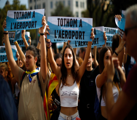 "Young people hold up signs in Catalan reading ""Everybody to the airport"" during protests in Barcelona, Spain, Monday, Oct. 14, 2019. Spain's Supreme Court on Monday convicted 12 former Catalan politicians and activists for their roles in a secession bid in 2017, a ruling that immediately inflamed independence supporters in the wealthy northeastern region. (AP Photo/Emilio Morenatti)"