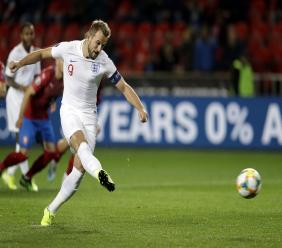 England's Harry Kane scores from the penalty spot during the Euro 2020 group A qualifying football match against the Czech Republic at the Sinobo stadium in Prague, Czech Republic, Friday, Oct. 11, 2019. (AP Photo/Petr David Josek).