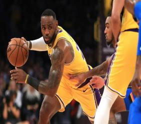 LeBron James des Los Angeles Lakers lors du match de NBA face à l'Oklahoma City Thunder, à Los Angeles, le 19 novembre 2019